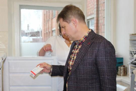 Как министр Олег Ярошенко больницы раскулачивает и пациентов не лечит