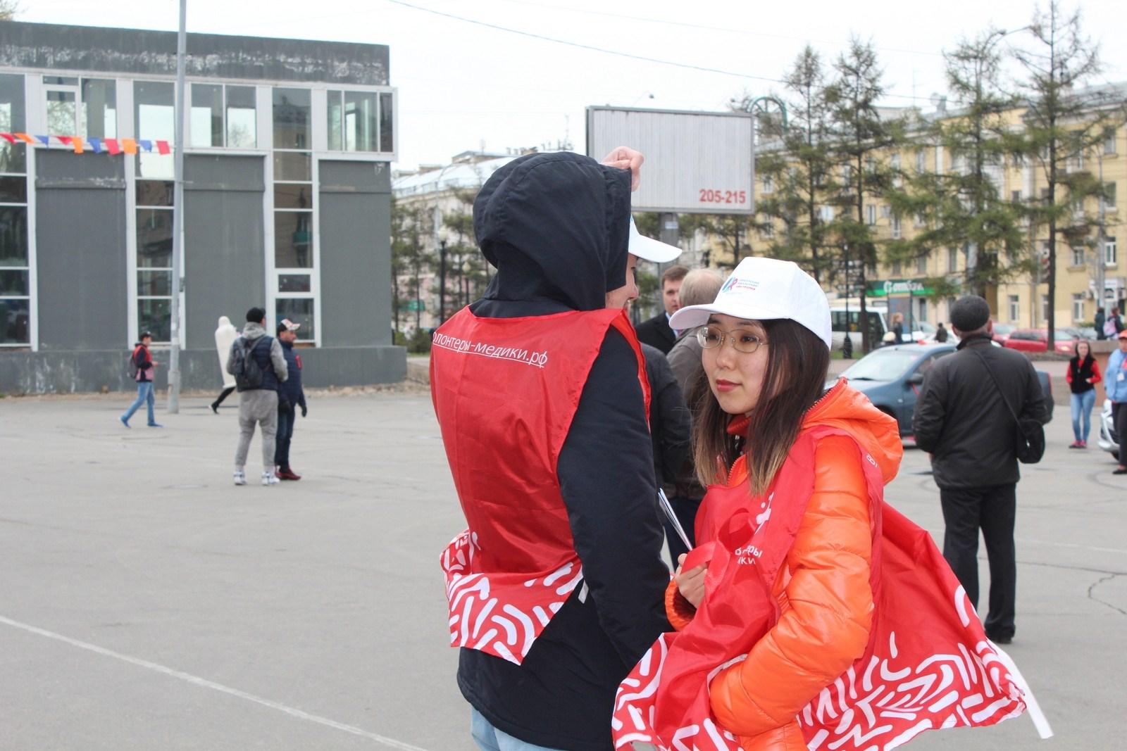Иркутск первым в стране открыл Всероссийскую акцию «Стоп ВИЧ/СПИД» 2019 года  Торжественное открытие состоялось в 12 часов дня на площади около дворца спорта «Труд». Почетное мероприятие открыли министр здравоохранения Иркутской области Олег Николаев…