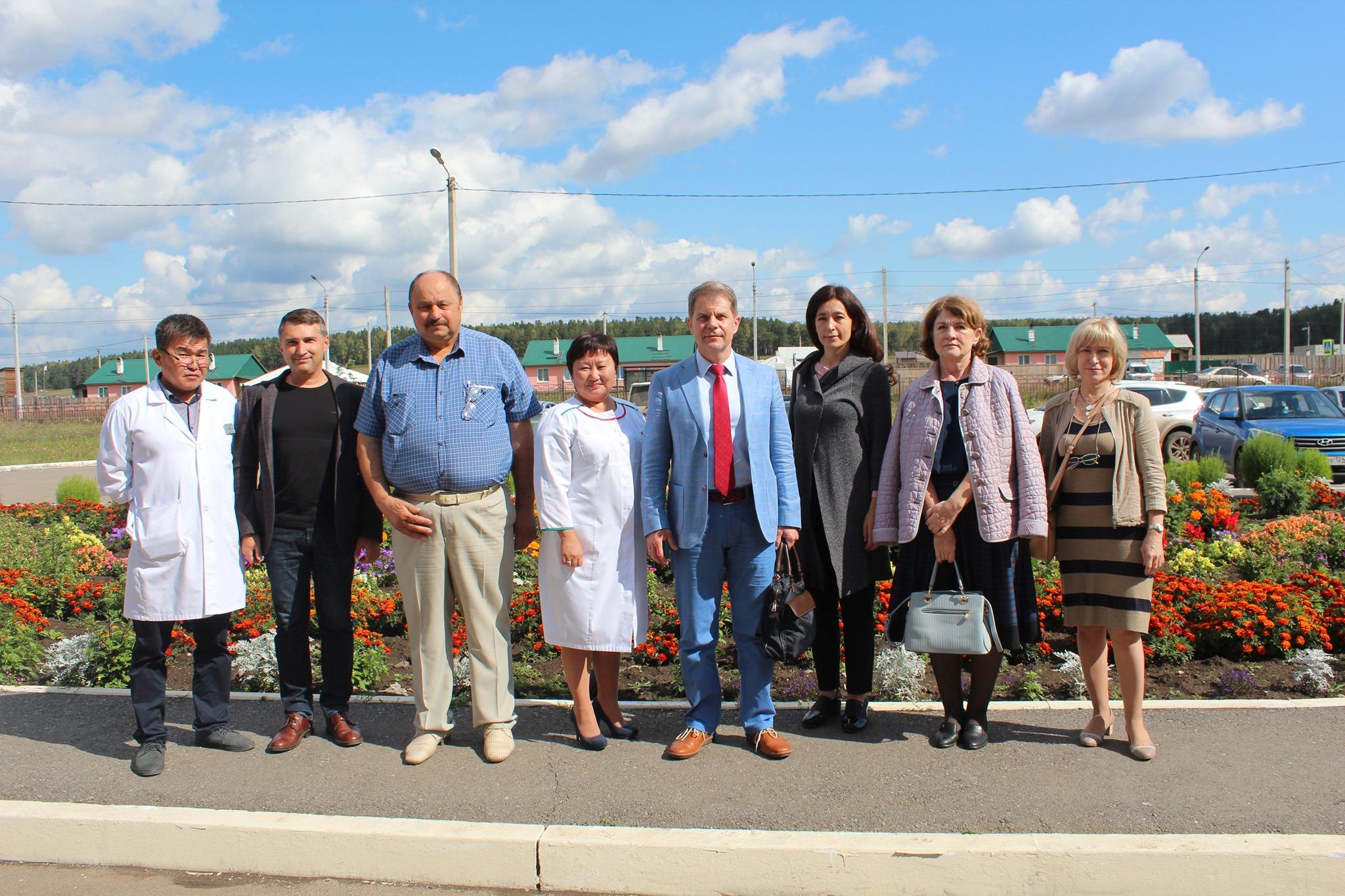 Министр здравоохранения Иркутской области Олег Ярошенко 6 сентября 2019 года совершил рабочую поездку в Аларскую районную больницу.  В ходе рабочего визита министр здравоохранения Иркутской области совместно с ведущими специалистами областного минздр…