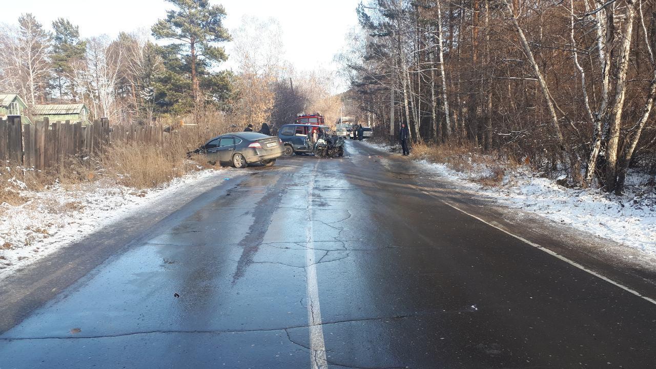 Серьезное ДТП произошло 4 ноября в Шелеховском районе в п.Олха на ул.Сибирская.  На пульт дежурного Шелеховской станции скорой медицинской помощи 04.11.2019г в 14-08 поступил звонок о лобовом столкновении двух автомобилей: Nissan Teana и Nissan Seren…
