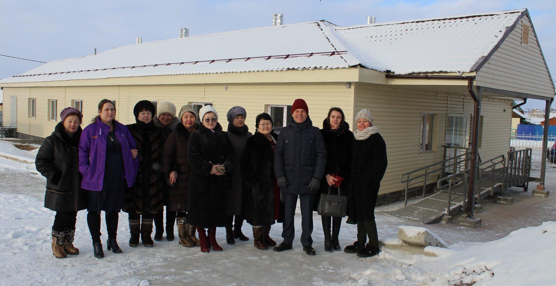 И.о. министра здравоохранения Иркутской области Олег Ярошенко 25 декабря принял участие в открытии Хужирской участковой больницы после комплексного капитального ремонта.   Жители п. Хужир собрались возле здания, которое заметно выделяется на фоне обы…