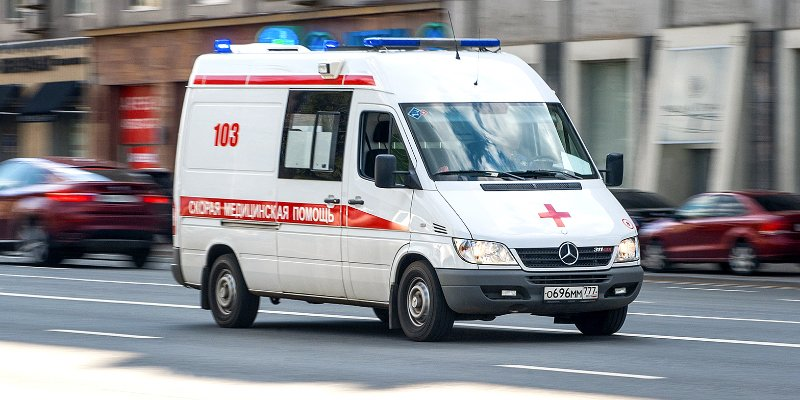 Медики незамедлительно оказали помощь пострадавшим в ДТП на 37 км ФАД Р-258 Сибирь.   Сообщение о столкновении грузового автомобиля и микроавтобуса поступило на пульт дежурного станции скорой медицинской помощи Шелеховской районной больницы 27 декабр…